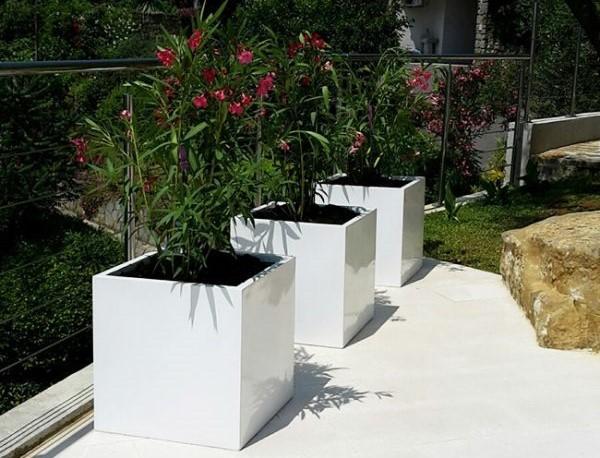 Fioriere da giardino in bianco